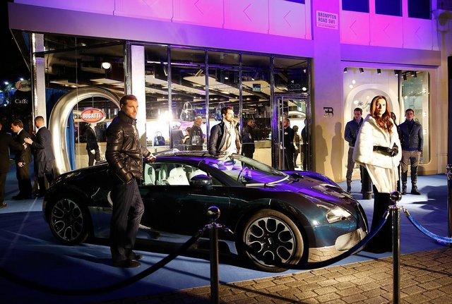 010_The_Blue_of_London_Bugatti_Lifestyle_Boutique