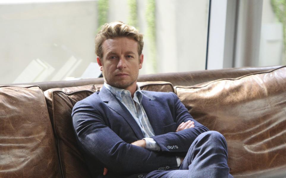 8. Simon Baker (45 let)<br> 13 milionů dolarů<br><br>  Tohle se dalo čekat. Australský herec je zpátky v žebříčku Forbesu za roli v seriálu Mentalista. A příjmy mu jistí lukrativní smlouvy s luxusními značkami jako je Givenchy a Longines.