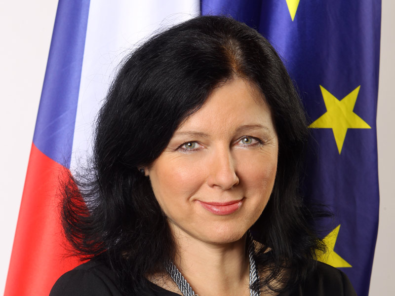 2. Věra Jourová<br> komisařka Evropské unie<br><br>  Historicky první Češka v Evropské komisi, předtím místopředsedkyně hnutí ANO a ministryně pro místní rozvoj. V komisi má na starosti spravedlnost, spotřebitele, rovnost žen a mužů a témata jako evropský zatykač, ochrana dat nebo kvóty. Nejvýše postavená Češka v evropských institucích přímo ovlivňuje život všech lidí v Evropské unii.