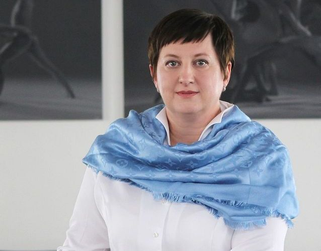 6. Petra Procházková (48) <br>  FINANČNÍ ŘEDITELKA, AGROFERT <br><br>  Nejdůležitější žena v Agrofertu, která má od Andreje Babiše velkou důvěru – a díky ní i velký vliv. Začátkem loňského roku povýšila do představenstva firmy, už předtím řídila finance a celé účetní oddělení. V Agrofertu má Procházková pověst člověka, který žije jen pro firmu. Sama před časem v rozhovoru pro Forbes prohlásila, že nemá rodinu a místo ní má Agrofert. Od loňska pracuje na převodu účetnictví do systému IFRS – pro případ, že by někdy skutečně došlo ke kdysi avizovanému vstupu Agrofertu na burzu.