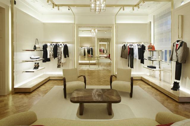 e1284a5e22 Louis Vuitton má v Praze nový obchod. Tady je 5 zajímavostí nejen ...
