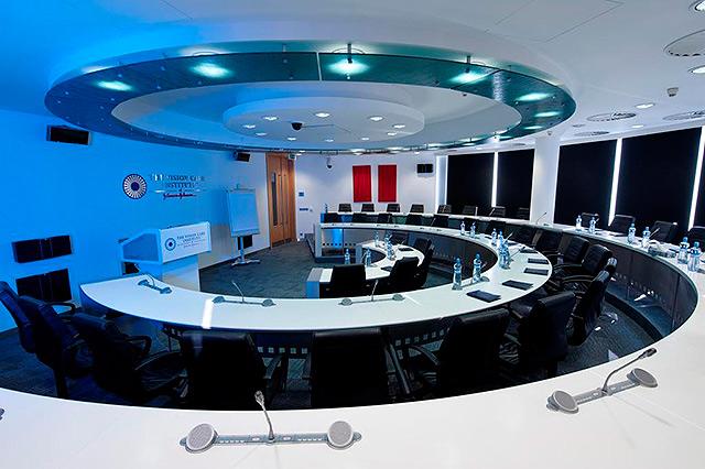 """J&J - Evropské školící centrum pro oční specialisty vybudované v duchu """"EDUCATION THROUGH INSPIRATION""""."""