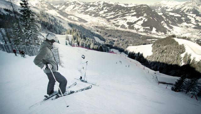 Kitzbuhel-KAM_002870_Skifahrer-auf-der-Streif-Hahnenkamm_Fotograf-Jasper-von-Overbeek
