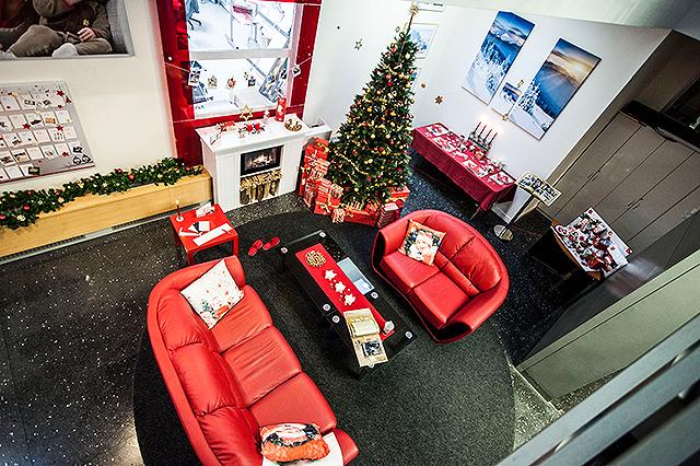 Cewe - Snažili jsme se do našeho pracovního prostředí vnést tu pravou vánoční atmosféru a pohodu.