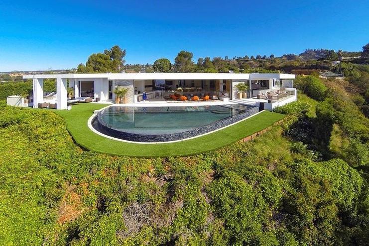 """8. North Hillcrest Drive 1108, Beverly Hills, Kalifornie. Cena: $70 mil. (1,7 mld. Kč). Prodávající: Bruce Makowsky. Kupující: Markus """"Notch"""" Persson, vynálezce Minecraftu. Více zde: http://www.forbes.cz/dum-snu-za-15-miliardy-pro-toho-kdo-vymyslel-hru-minecraft/"""