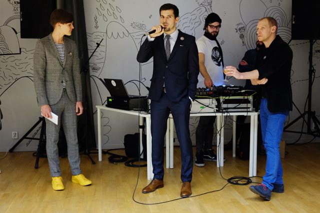 Stanislav Gálik, šéf centra Unifer, který nás k sobě pozval a vše zorganizoval (Díky!) akci uvedl s redaktorem Forbesu Jiřím Nádobou (vpravo) a filmařem Janem-Karlem Pavlíkem