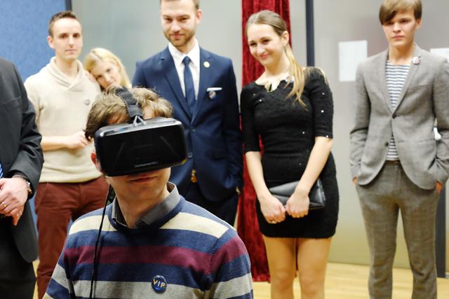 Na 3D brýle Oculus se stála fronta (vlevo Václav Štrupl a vpravo Jan-Karel Pavlík)