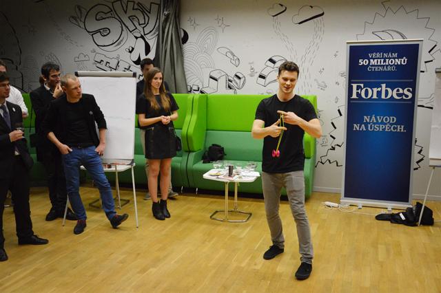 Václav Kroutil předvedl, co se dá dělat s moderním yoyem