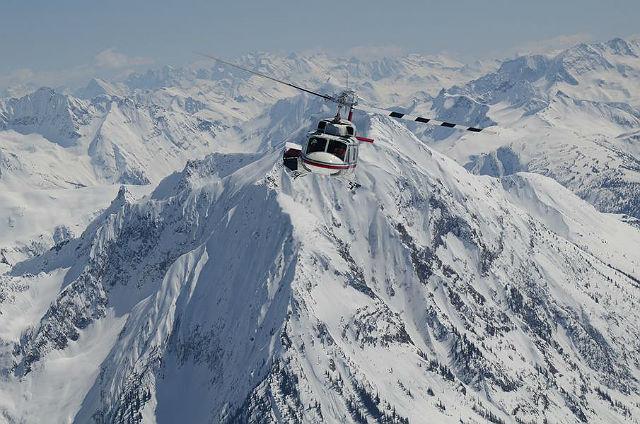 Canadian Mountain Holidays, BritskáKolumbie a Alberta. Těžká váha vluxusním světě heliskiingu. S11 specializovanými zimními chatkami vseverozápadní Kanadě si CMH nárokuje prvenství v poskytování služeb voblasti extrémních sportů, kterým se věnuje již více než půl století. Miliardář Richard Branson řekl, že dovolená v CHM byla nejlepším lyžařským zážitkem jeho života.