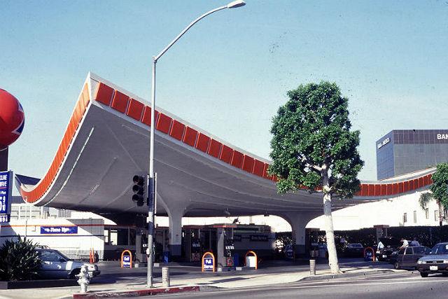 Union 76 Gas Station v Los Angeles. Vznikla už v 60. letech.