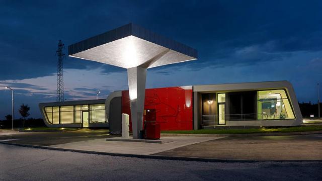 Za touhle čerpačkou musíte do severozápadní Itálie. Vymysleli ji architekti z  DaMilano Studio.