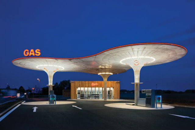 Benzinku u obce Matúškovo na Slovensku postavili v roce 2011. Navrhlo ji české studio Atelier SAD.