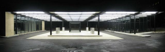 Z roku 1969 pochází i tato stanice od  Miese van der Roheho. Najdete ji v Montrealu, kde ji v roce 2011 přestavěli na komunitní centrum.