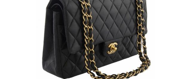 0252c9a00a Chanel následuje Michaela Korse. Své kabelky v Číně zlevňuje