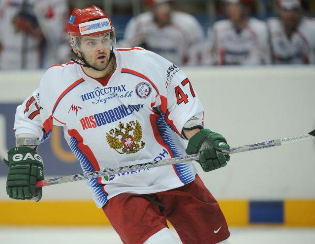 5. Alexander Radulov, Rusko - 7,5 milionů dolarů. Další ruský hokejista, který pohrdnul NHL a radši hraje v domácí Kontinentální lize. Aktuálně působí v CSKA Moskva a podle listu Sovětskij sport bere 7,5 milionu dolarů ročně.