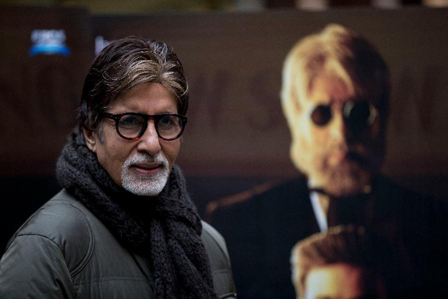 7.-8.  Amitabh Bachchan, 33,5 milionu dolarů