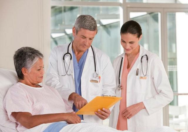 3. Praktický lékař, průměrný roční plat: 180 180 dolarů (asi 4 504 500 korun). Předpokládaný nárůst pracovních příležitostí: 18 %.