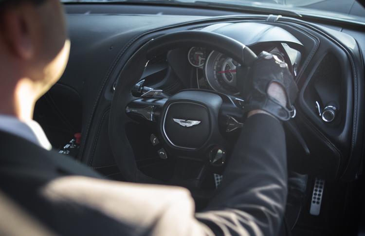 Aston-Martin-DB10-James-Bond-Interior