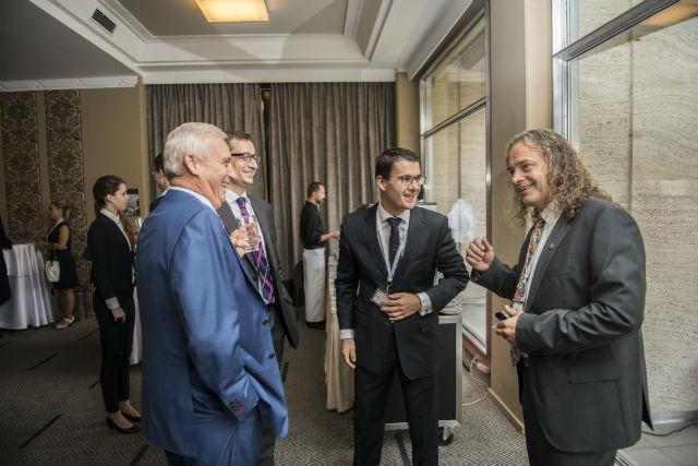Lubomír Stoklásek, David Neveselý, partner zadvokátní kanceláře Havel, Holásek a Vladimír Kovář při prvním caffe breaku.