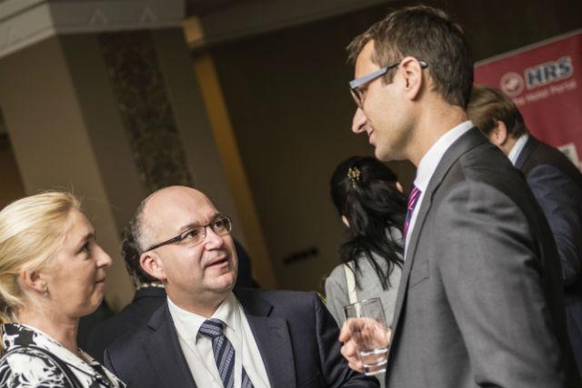 Uprostřed je Pavel Tichý, ředitel ČSOB Private Banking Wealth Office, která umí pomáhat také při mezigeneračním firemním střídání stráží.