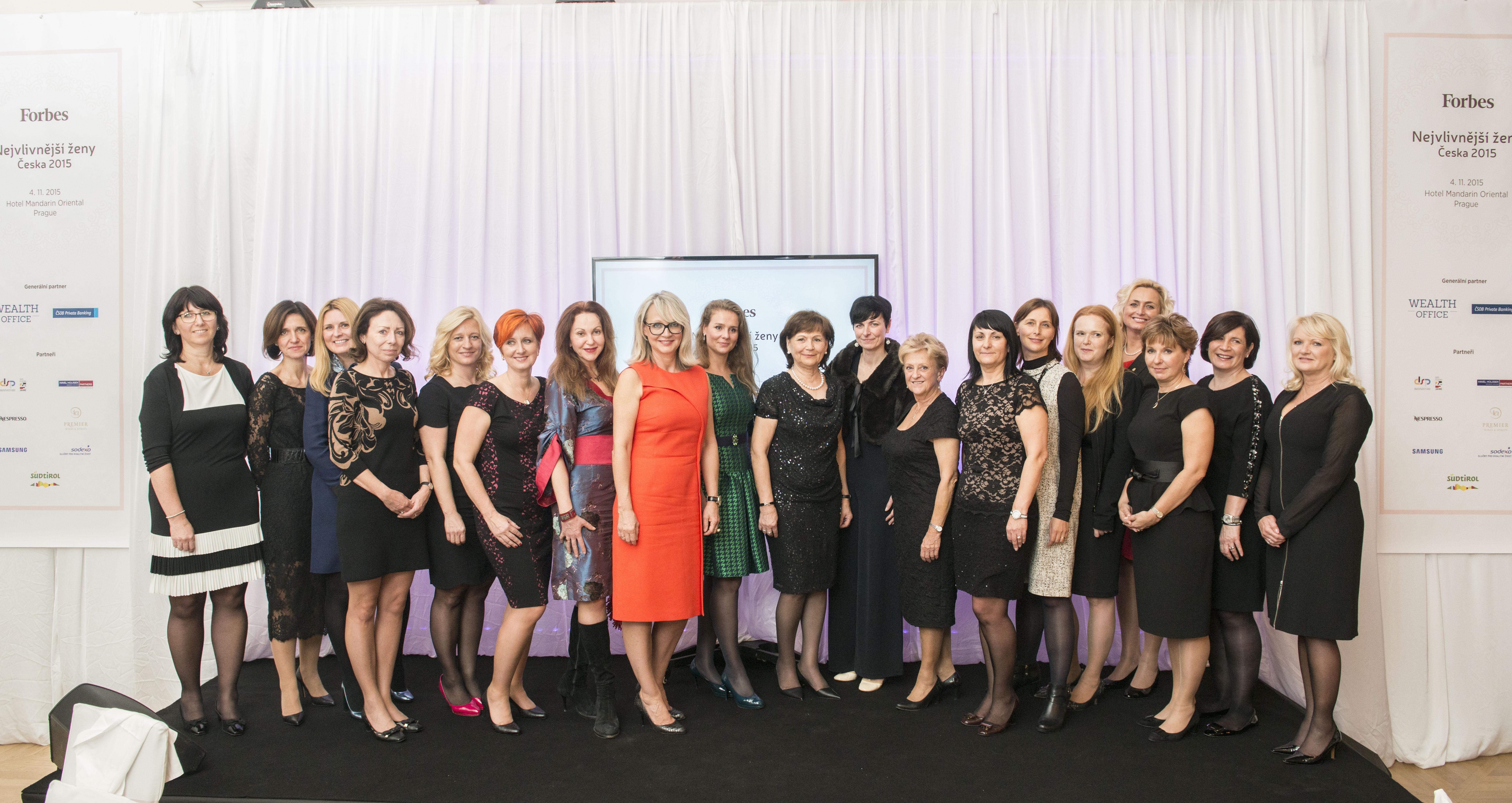 Společná fotografie zachycující nejúspěšnější ženy znašeho žebříčku pro tento rok, které se  zúčastnily slavnostní galavečeře a patří mezi ně i Martina Grygar-Březinová ze Sodexa
