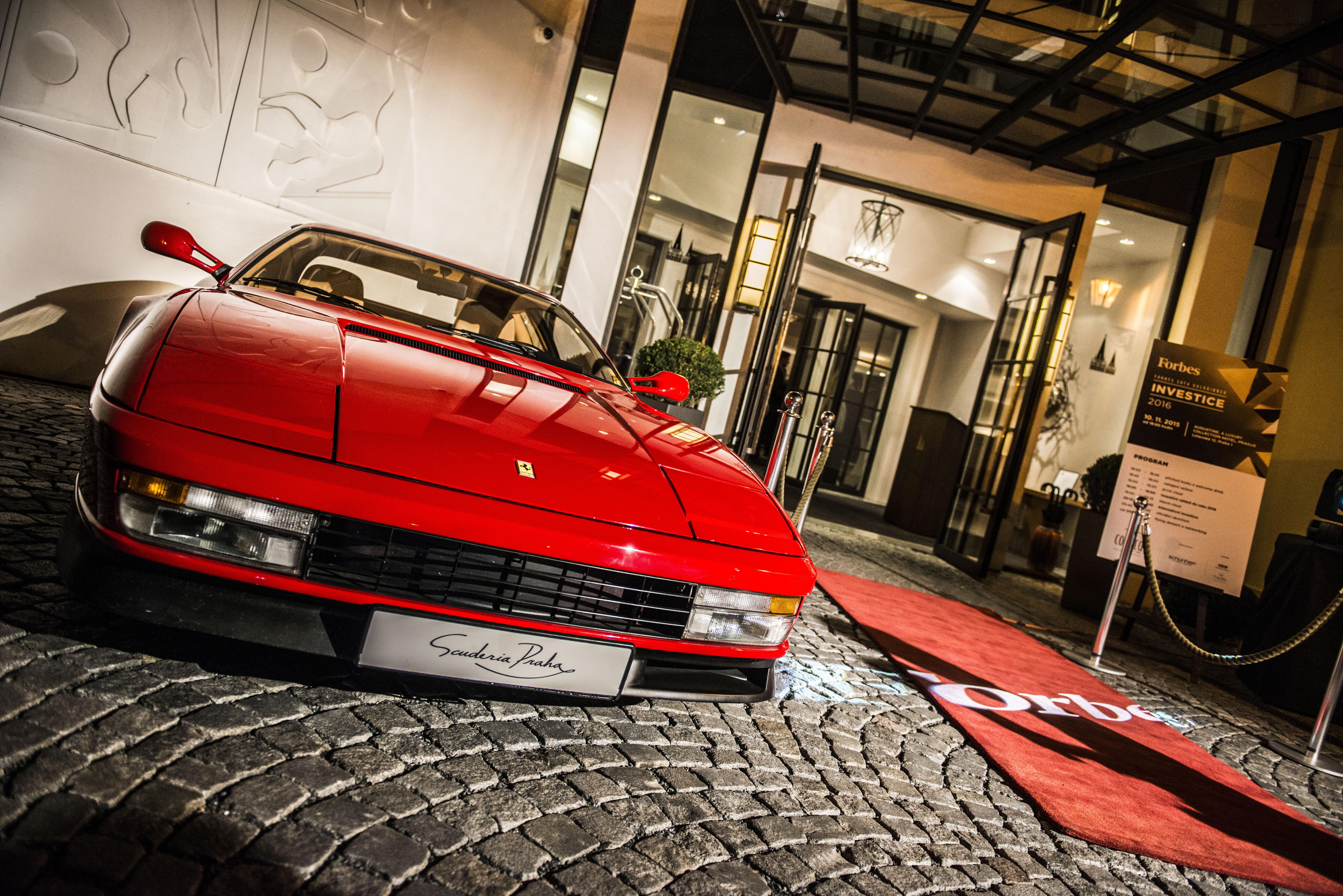 Ferrari Testarossa z roku 1992, zapůjčené společností Scuderia Praha a.s.