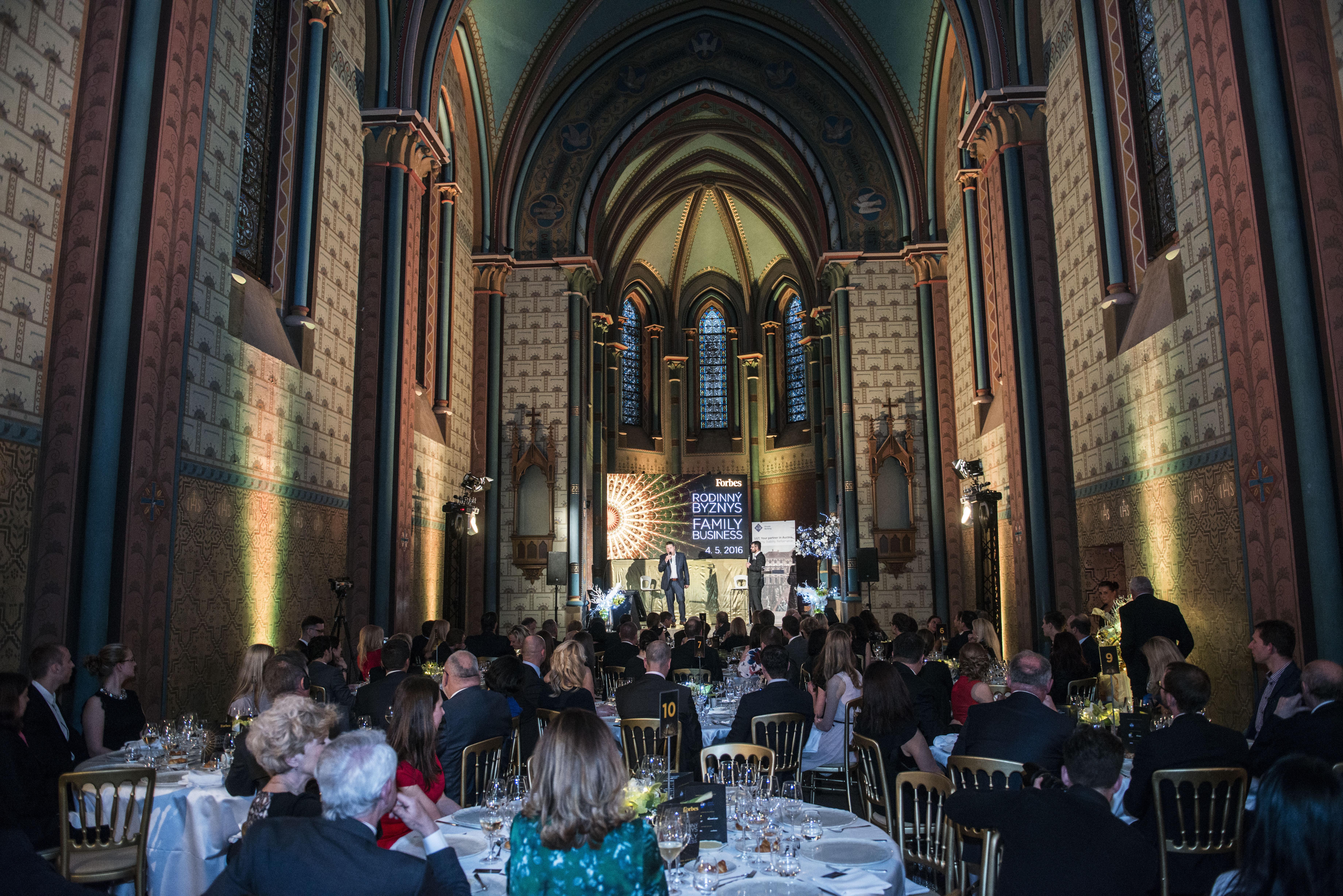 Impozantní prostor kaple Sacre Coeur.