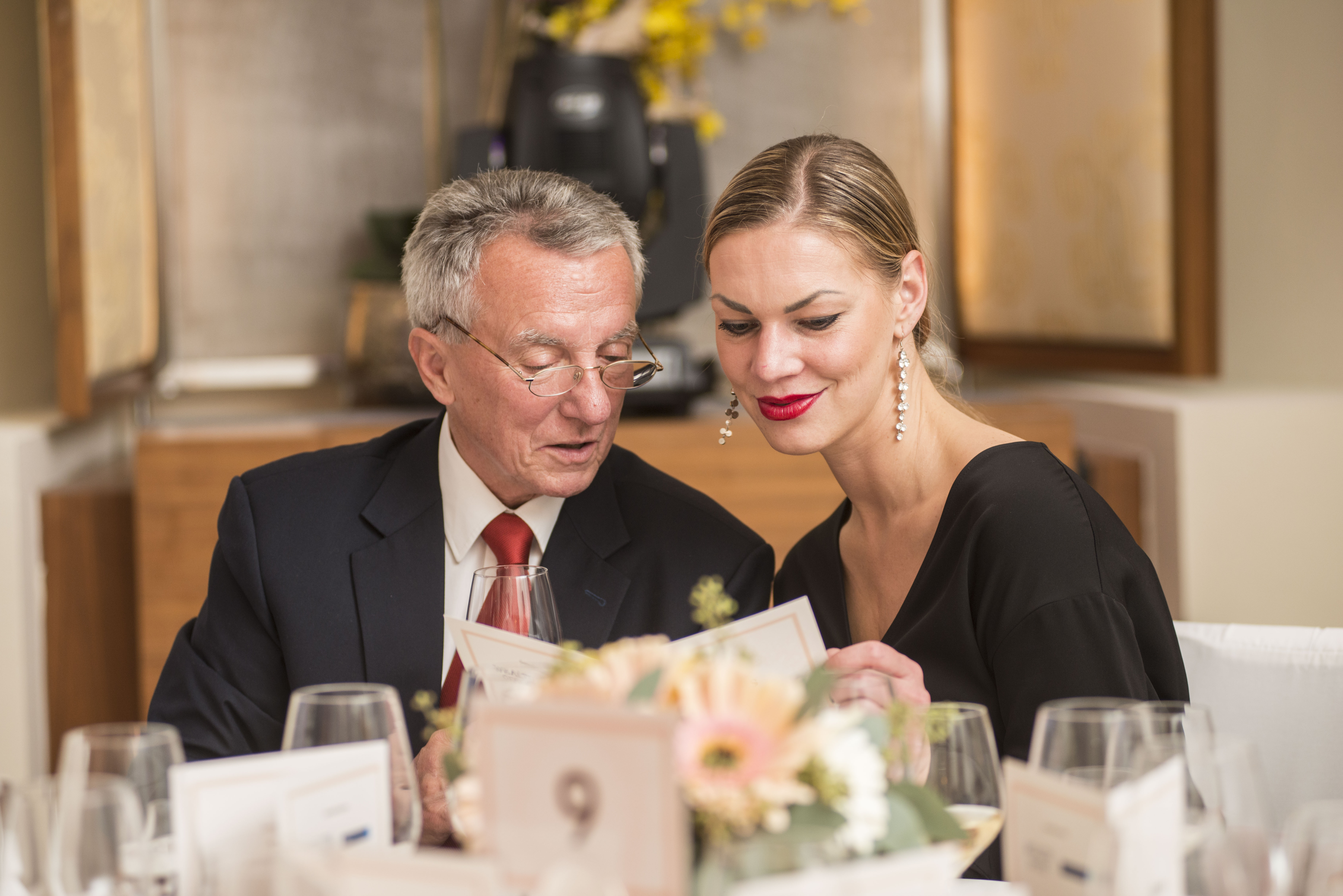 Andrea Kotašková (Premier Wines&Spirits), další zpartnerů večera, vdoprovodu MUDr.  Václava Pechy (zakladatel Mama centra a Mammahelp)