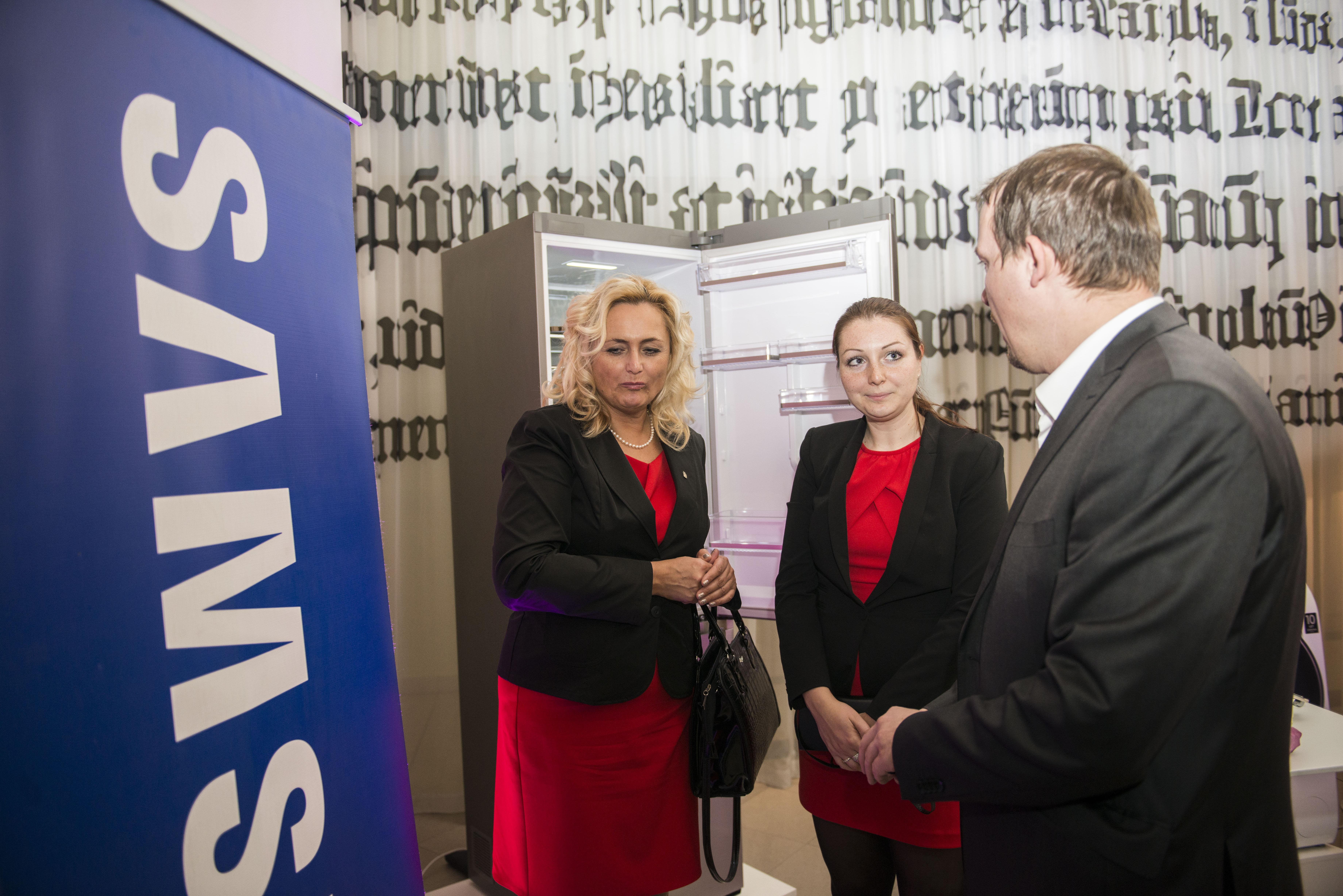 O výrobky partnera večera, Samsung, se zajímala také Zuzana Celarová-Petrofová sdcerou Annou