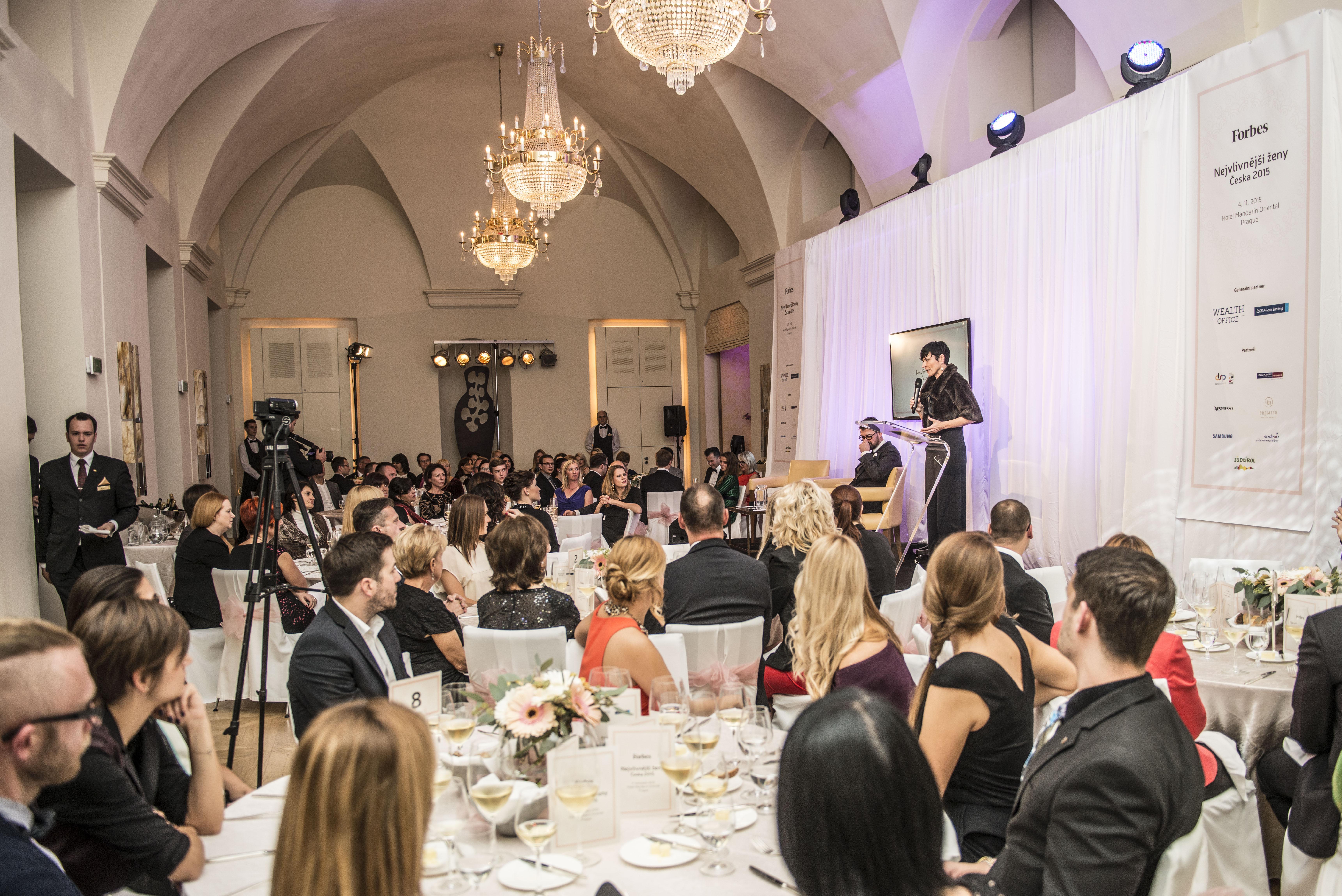 Výjimečnost akce dokládá i zaplněný sál hotelu Mandarin Oriental Prague