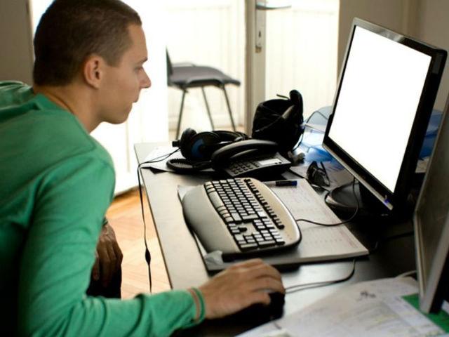 9. Software QA inženýr - průměrný roční plat: 65 779 dolarů (asi 1 644 475 korun)