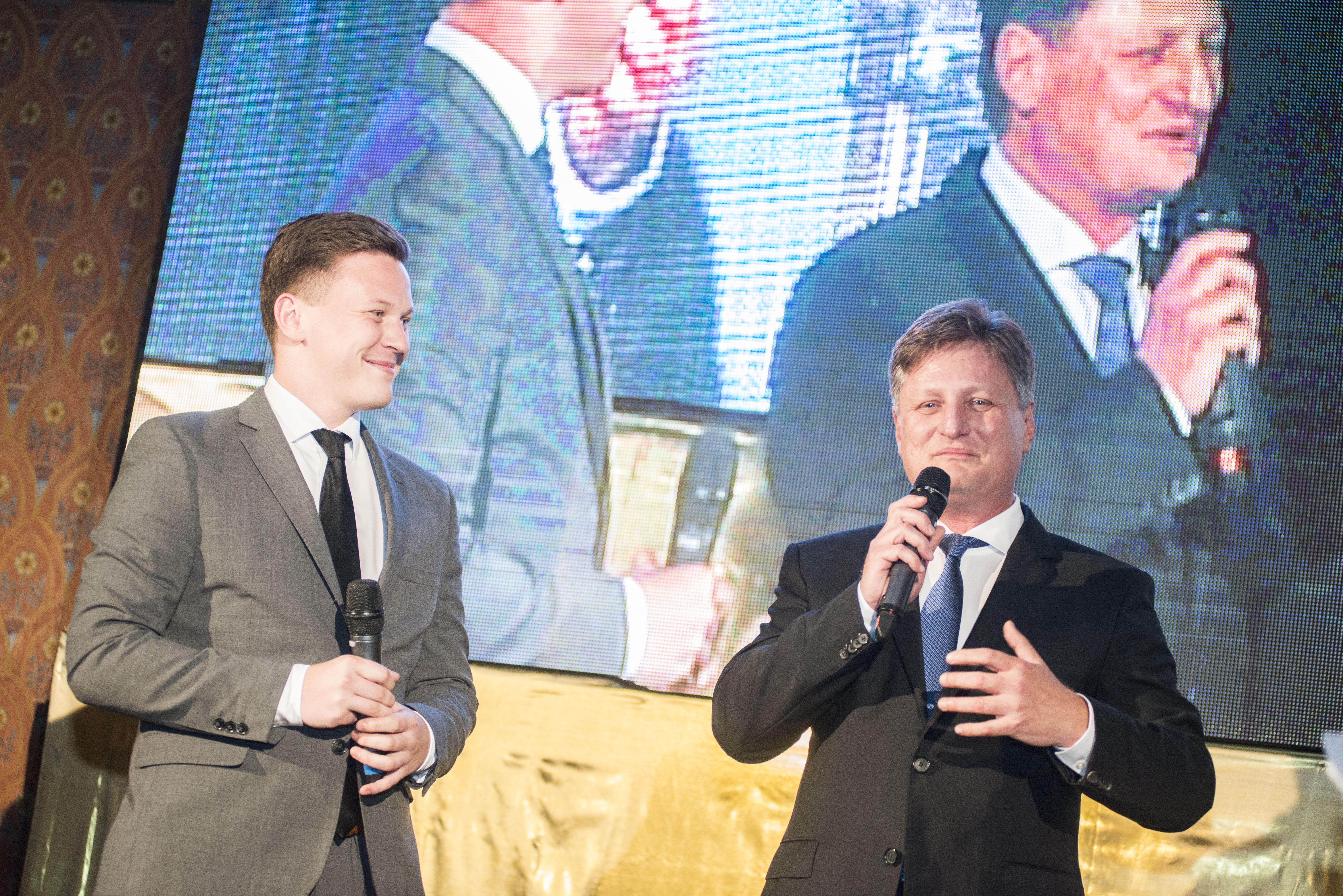 Libor a Jan Musilovi, otec a syn z rodinné firmy LIKO-S, která patří mezi největší evropské výrobce skleněných příček do interiérů.