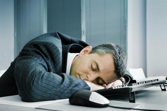 spánek v práci