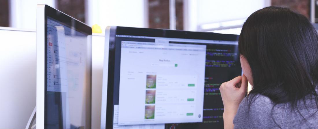zaměstnanec žena počítač kancelář