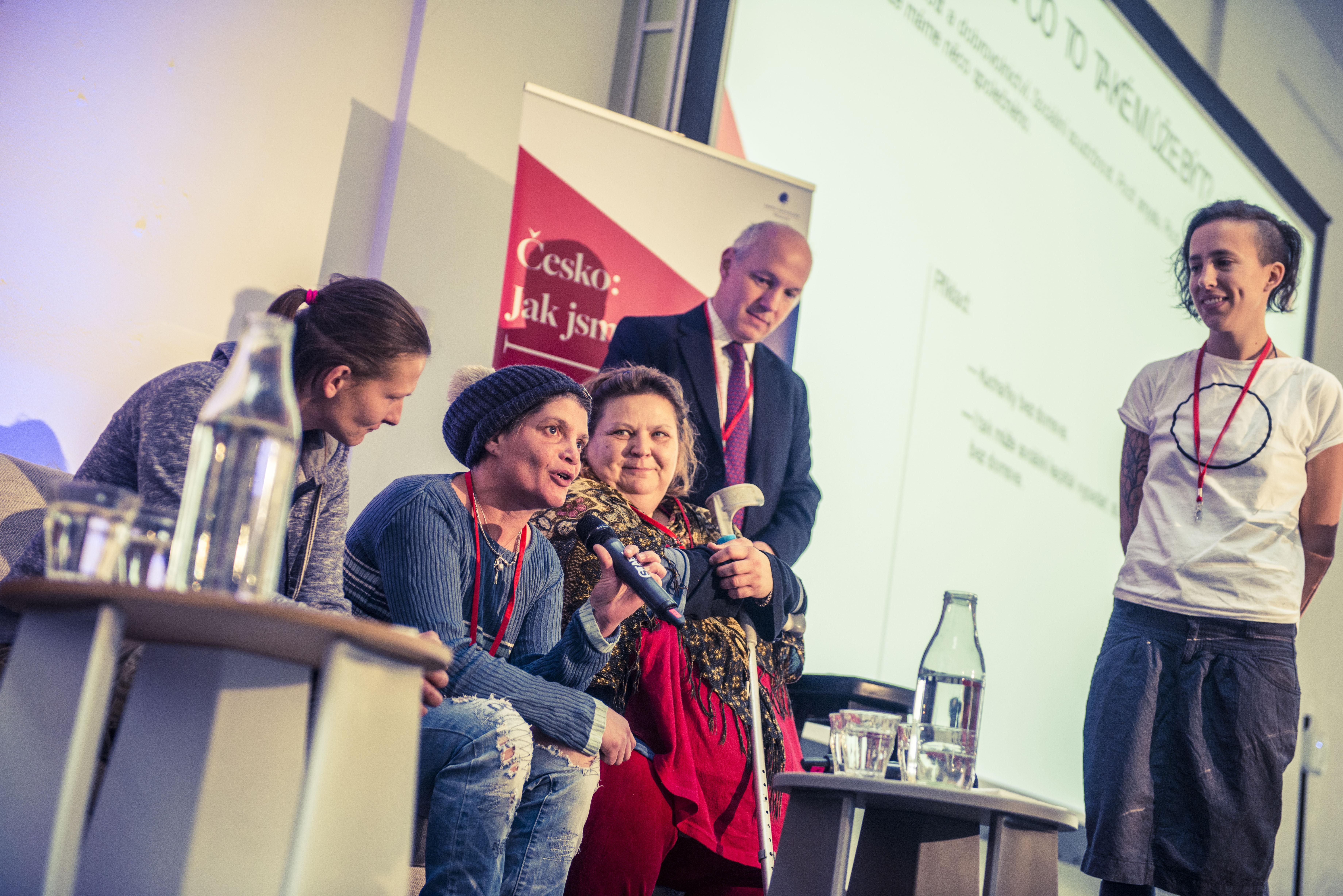 Klientky organizace Jako doma hovořily o tom, jak se v Česku žije lidem bez domova.