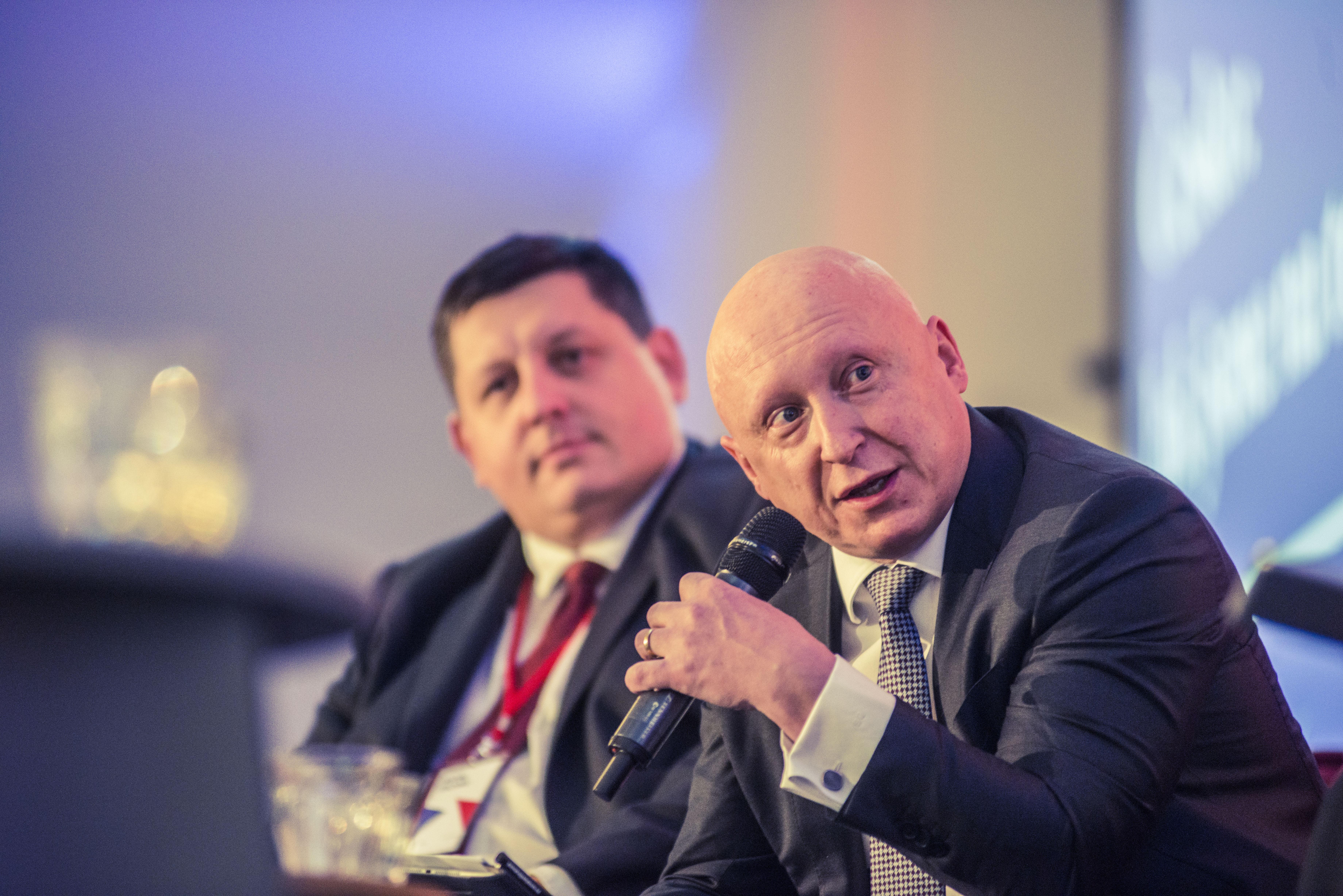 Daniel Beneš, generální ředitel společnosti ČEZ, a v pozadí Michal Stachník, generální ředitel společnosti Cisco.