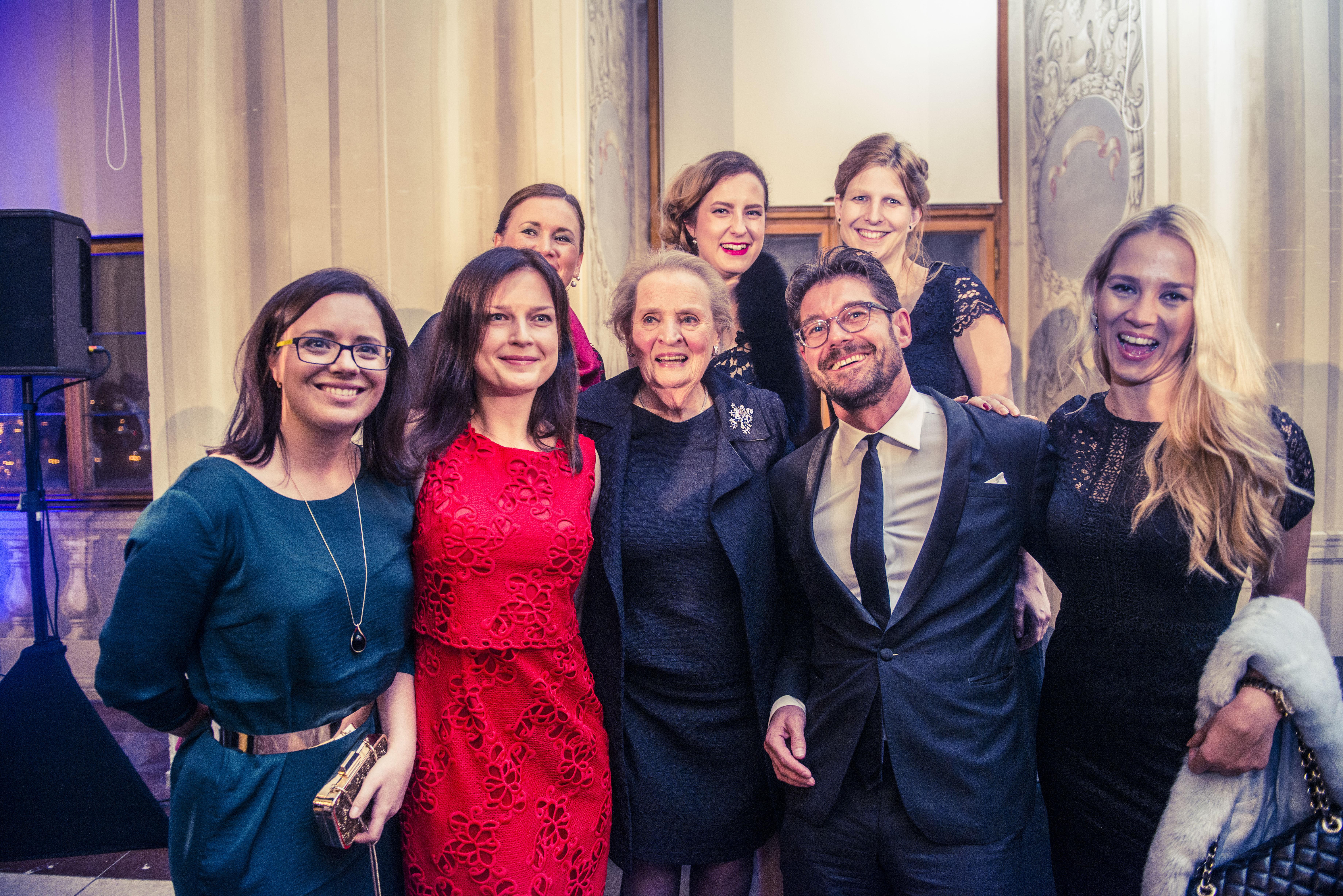 Madeleine K. Albright, Petr Šimůnek a ženy z redakce magazínu Forbes.