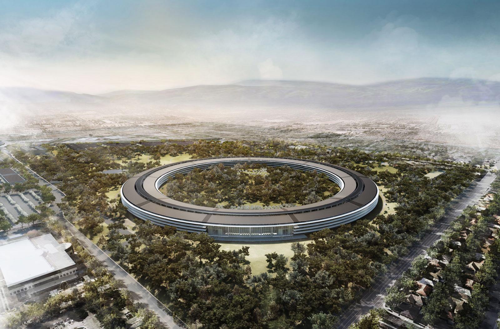 Britský designér se podílel i na v současnosti dokončované stavbě Apple Park. Ta by po několika odloženích měla být s konečnou platností otevřena letos v dubnu. Budova a její zázemí za pět miliard dolarů pojme 12 000 zaměstnanců. Každá židle, stůl, lampa nebo i toaleta bude ovlivněna designérským citem Jonyho Ivea