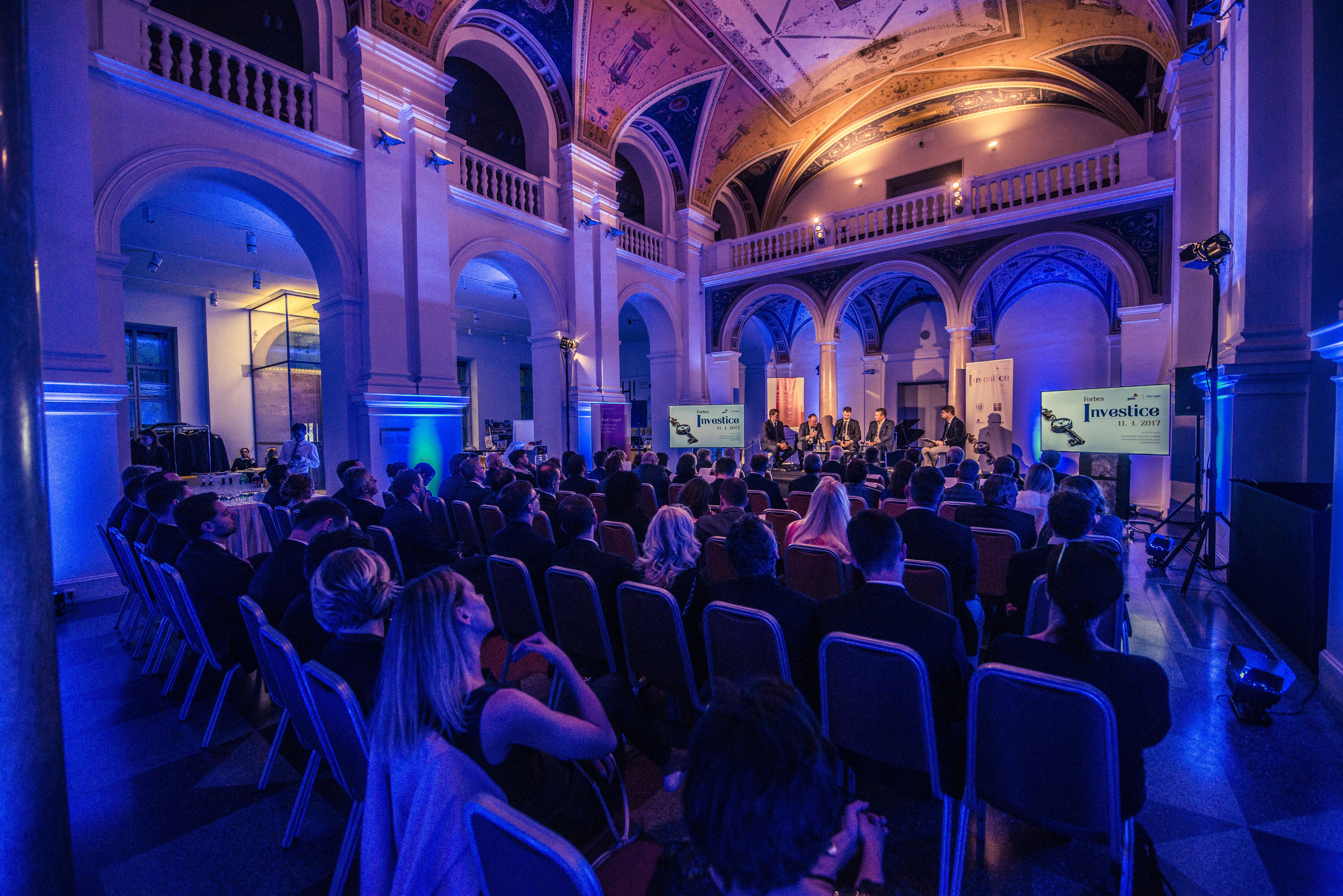 Večer Forbes Investice se historicky poprvé konal v Brně. Konkrétně v Moravské galerii, v budově Uměleckoprůmyslového muzea.