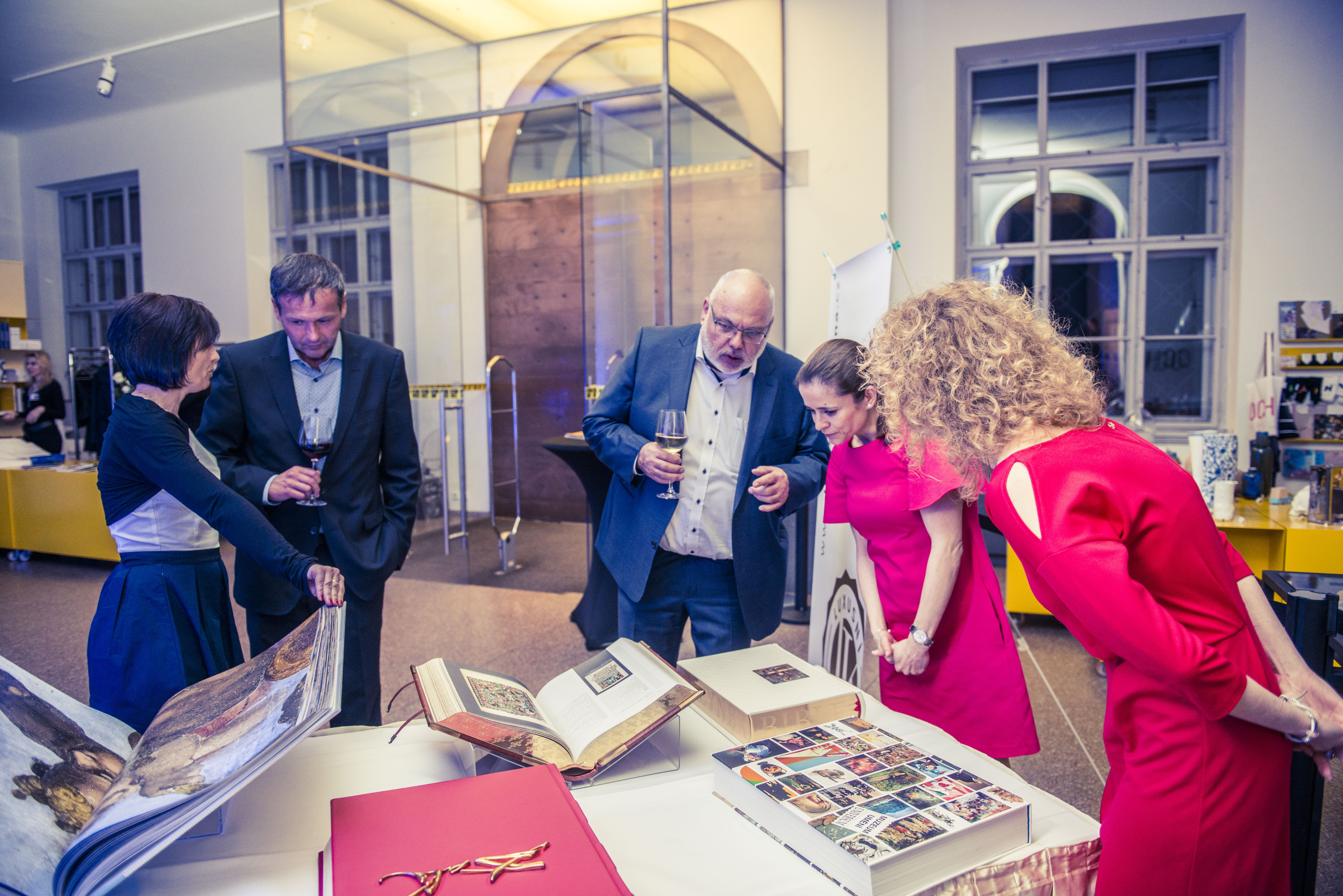 Během večera byl představen projekt Luxusní knihovna s nabídkou unikátních sběratelských knih.