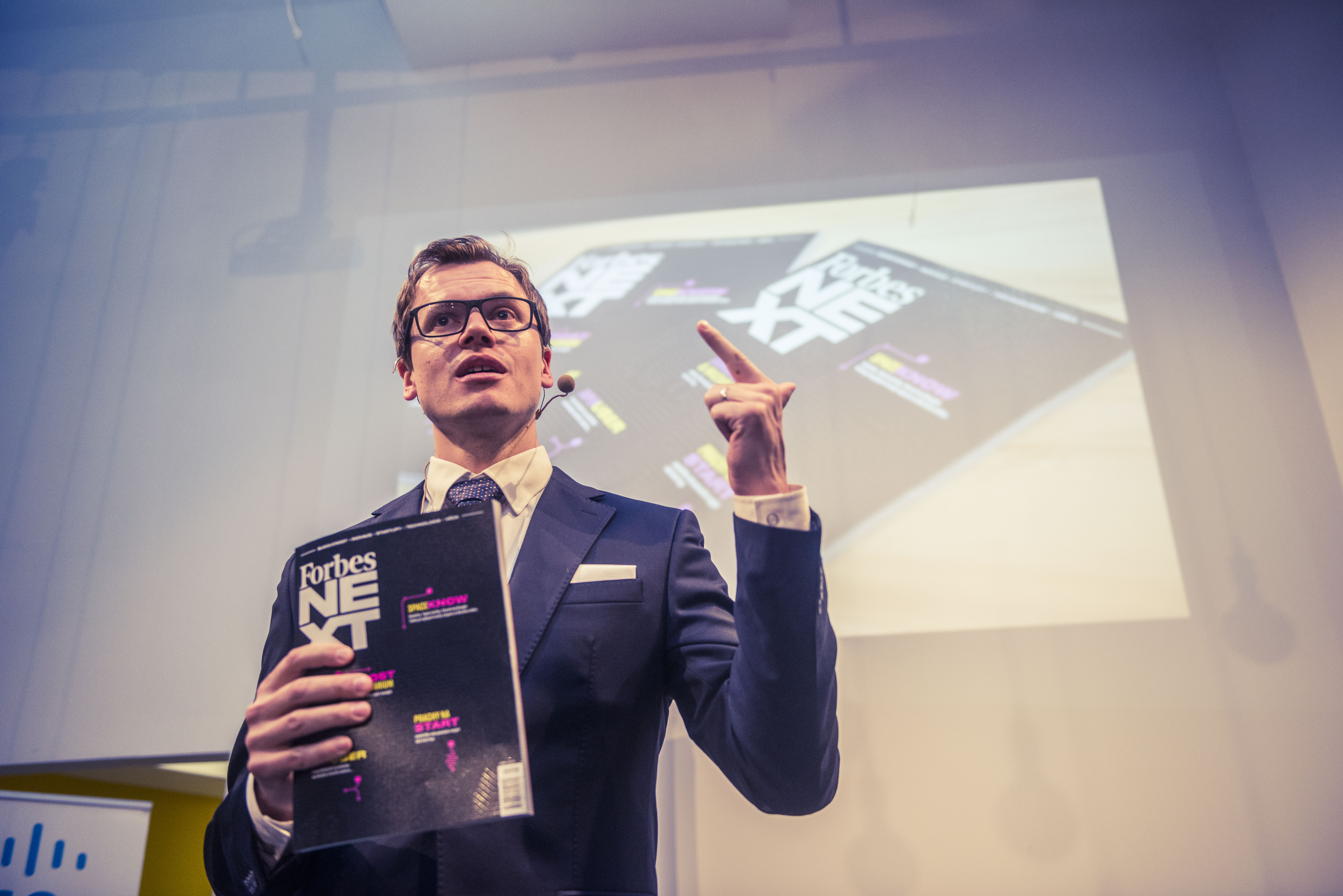 Redaktor Forbesu Michael Mareš při představení nového čísla čtvrtletníku Forbes NEXT