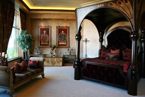 """Cage vlastnil dohromady 15 luxusních rezidencí, které zahrnovaly i dům na pobřeží v kalifornském městě Newport Beach za 25 milionů dolarů nebo taky """"příbytek"""" za 8,5 milionu dolarů v samém centru Las Vegas (viz. obrázek). Opustit toto hráčské město se mu tedy moc nechtělo."""