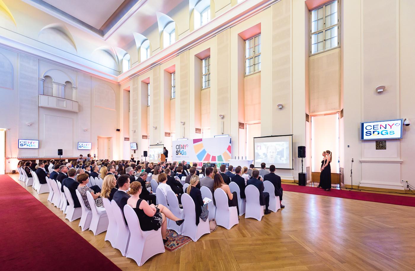 Vyhlášení se konalo v prostorách Černínského paláce.