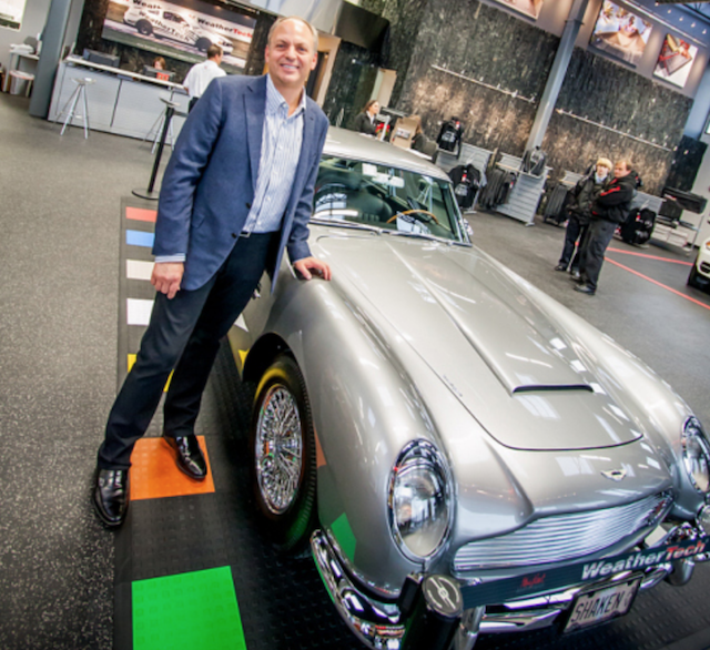 David MacNeil a Aston Martin DB5